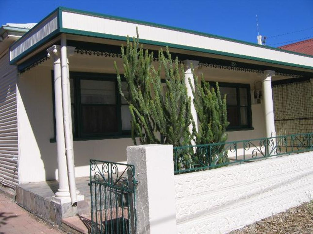 Betty's Cottage Broken Hill